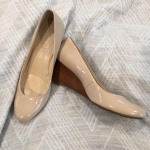 Calvin Klein Size 7.5 Yazmin nude patent wedge